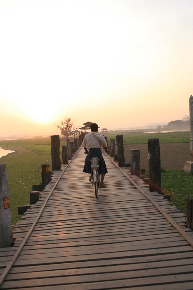 Myanmar Tour – U Bein Bridge, an unmissable destination