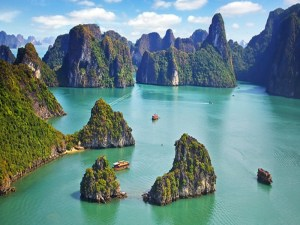 Battle of the most wonderful bays in Vietnam – Halong Bay and Bai Tu Long Bay