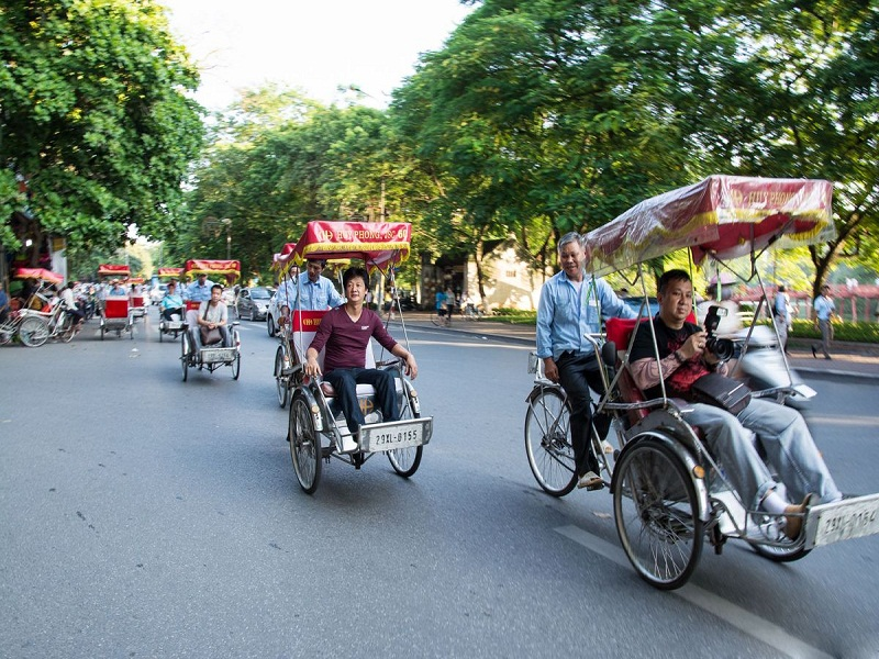 Fantastic-journey-around-Hanoi-by-cyclo2