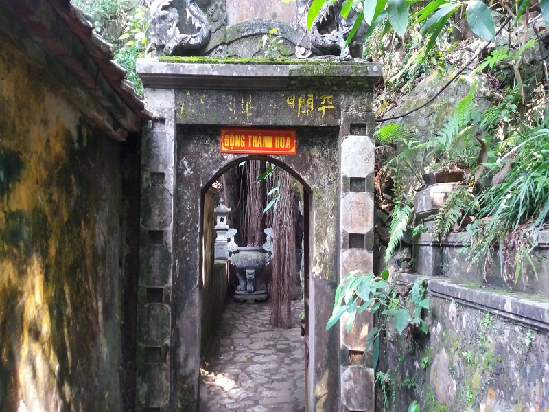 Thay-pagoda – A-cradle-of-Vietnamese-culture3
