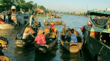 Explore Phong Dien floating market in Can Tho