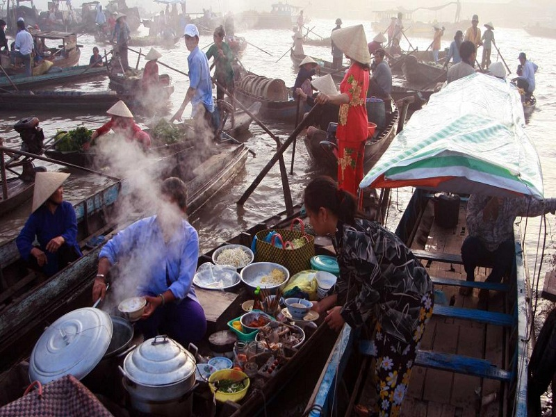 Top-5-Floating-Markets-in-Mekong-Delta-(part 2)3