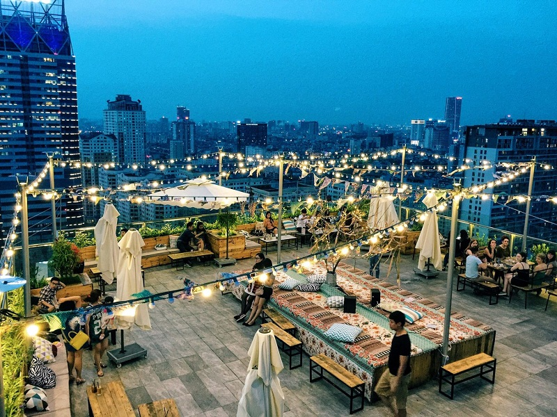 Three-airy-beautiful-cafes-tourists-must-come-while-being-in-Hanoi3