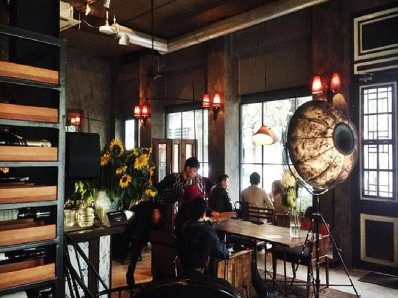 Three-airy-beautiful-cafes-tourists-must-come-while-being-in-Hanoi4