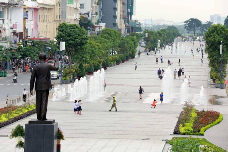 Beautiful corner of the pedestrian street Nguyen Hue