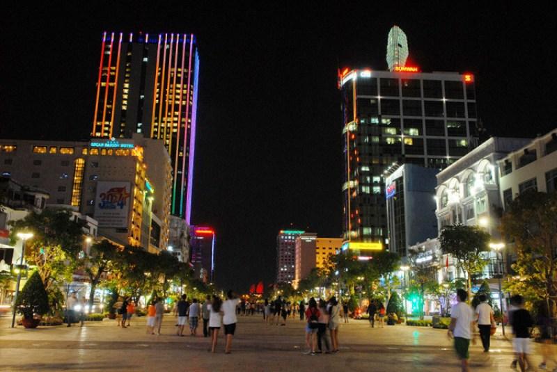 The beauty of Nguyen Hue pedestrian street at night
