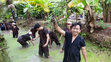Visit Mekong Delta tours by motorbike, why not?