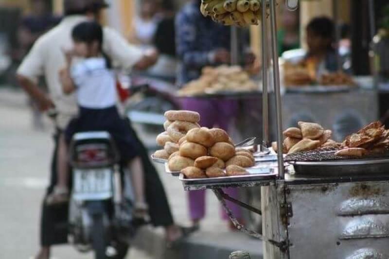 Sidewalk cuisine - the unique culture of Hanoi people