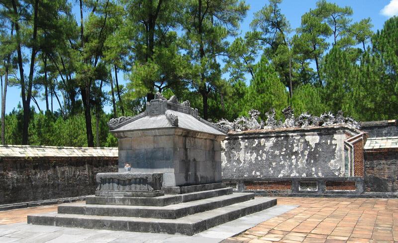 Tu Duc Tomb - the romantic poet's soul of King Tu Duc
