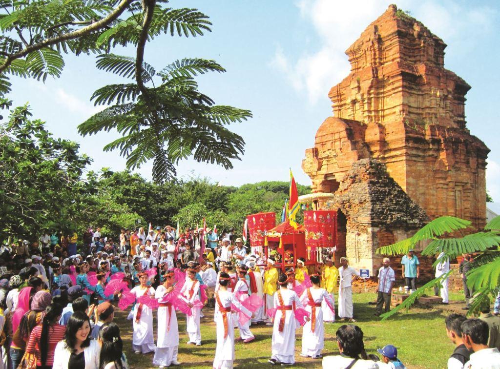 10 unique festivals to explore during your Vietnam tour 7