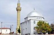 قرية تركية يصطحب سكانها مئذنة مسجدهم في حلِّهم وترحالهم