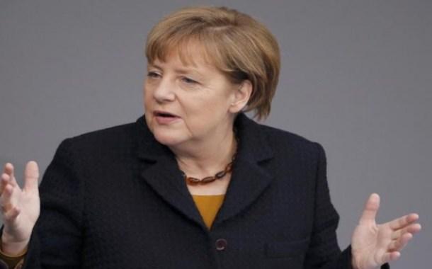 ميركل: لن نسمح بوجود منافسة بين الألمان واللاجئين في سوق العمل
