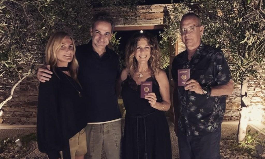 Κυριάκος Μητσοτάκης- Τομ Χανκς: Ποζάρουν αγκαλιά με τις συζύγους τους