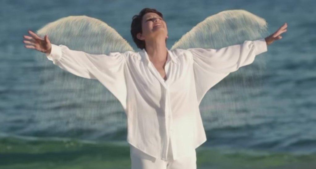 «Δώσε μου φτερά»: Το νέο, ταξιδιάρικο τραγούδι της Άλκηστης Πρωτοψάλτη.