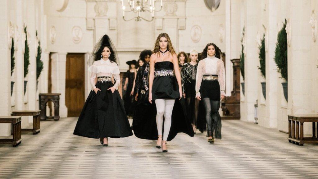 Chanel Métiers d'Art 2021: Δείτε την εντυπωσιακή επίδειξη στον «Πύργο των Κυριών»
