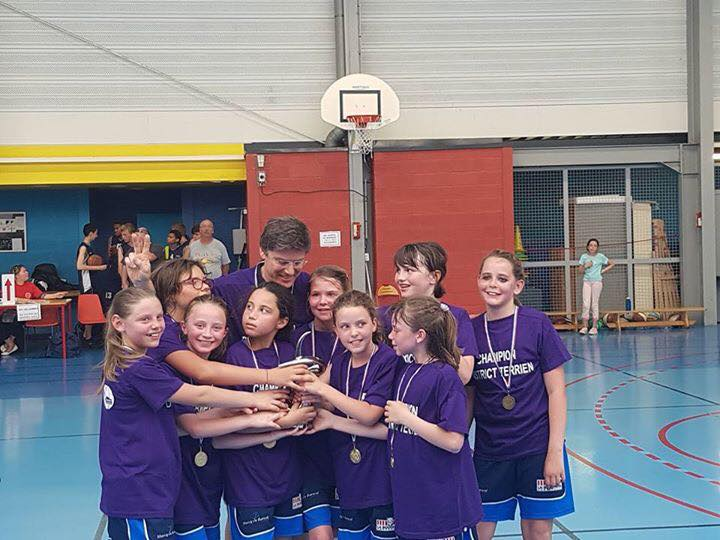 Poussines championnes district 2017