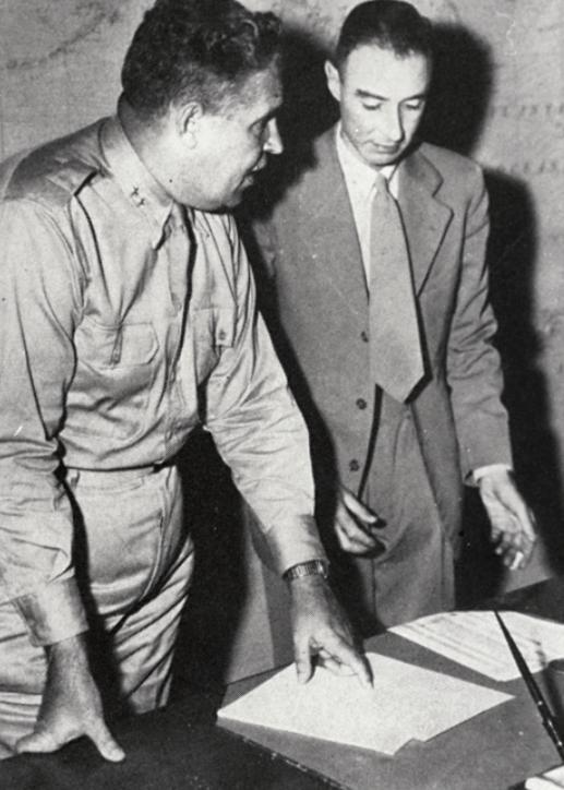 Leslie Groves (left) and Robert Oppenheimer (right)