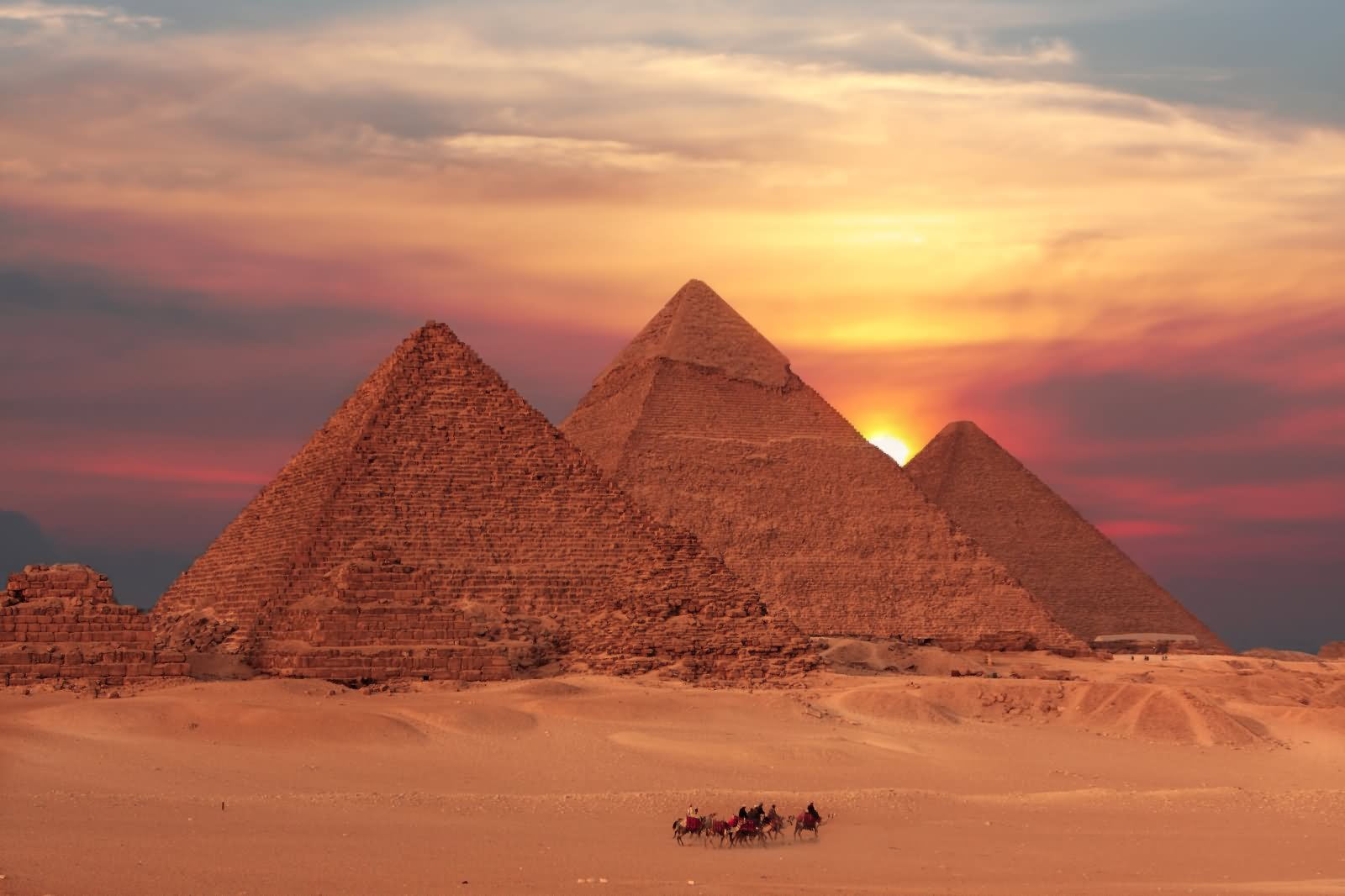 28 Amazing Egyptian Pyramid Pictures And Photos During Sunset