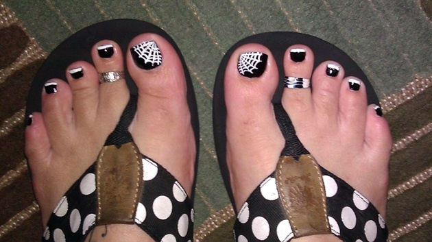 Black Toe Nails With White Spider Web Nail Art