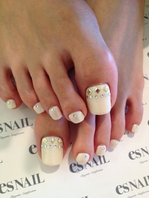 Wedding Toe Nail Art With Rhinestones Design