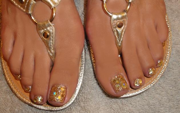 Best Toe Glitter Nail Art Design Ideas