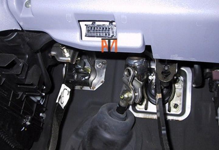 2004 Jeep Steering Column