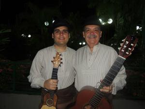 Alejandro con su profesor Evaristo Armas García.