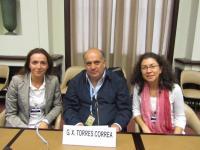 Mónica Sumay y María Galindo junto al relator especial de la ONU para España, Xavier Torres [Clic para ampliar la imagen]