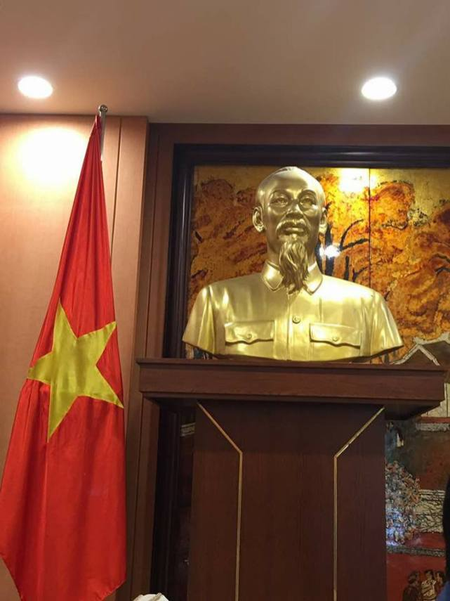 Chairman discussion with Mayor at Hanoi 3