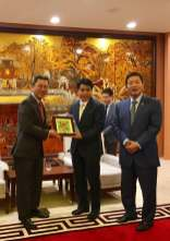 Chairman discussion with Mayor at Hanoi 5