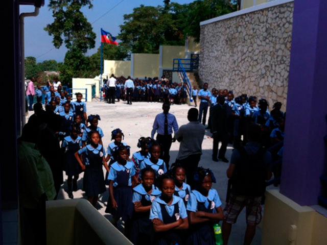 Niños de la Escuela San Gerardo en la inauguración