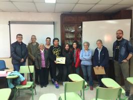 Samuel Escudero (izquierda) junto a los expertos y uno de los cursos premiados. Foto: Global Gamo