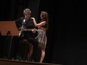César G. Rincón a la guitarra y danza de Zulema Garcés ( Foto: Funderética)