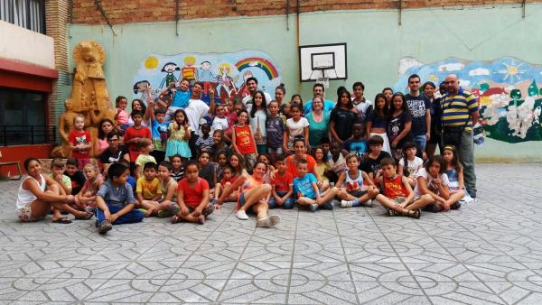 Niños y monitores del campamento urbano. Foto: Colegio Nuestra Señora de los Desamparados
