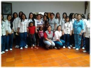 Mujeres del Centro de Acogida y Capacitación la Esperanza, en Medellín (Colombia). Foto: Hermanas Oblatas