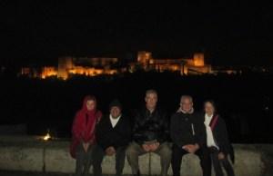 El padre Nery con varios miembros de AS Granada en el mirador de San Nicolás