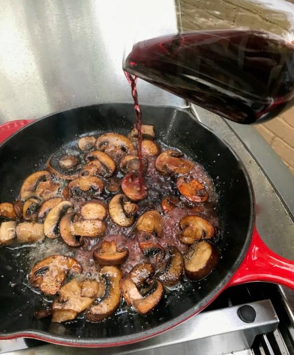 sautéed mushrooms in red wine