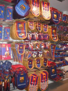 nuovo Camp nou - negozio souvenirs - aspassoperlaspagna.it