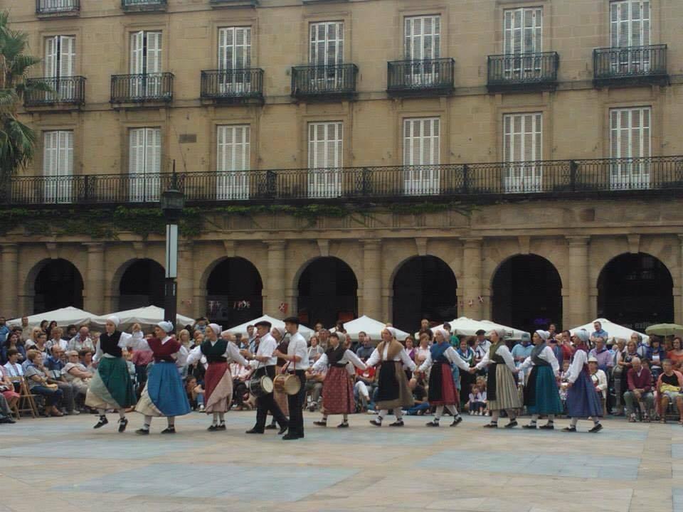 Aste Nagusia Semana Grande Bilbao - Plaza Nueva - aspassoperlaspagna.it