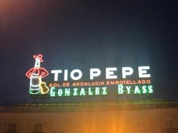 Puerta del Sol Madrid - insegna Tio Pepe - aspassoperlaspagna.it