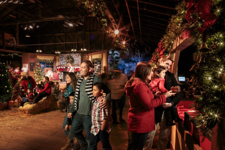 Enjoy the Holidays at Knott's Merry Farm #MerryFarm