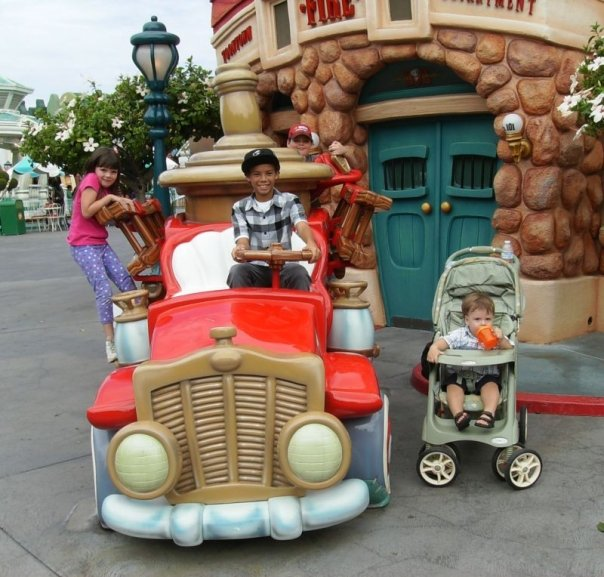 10 Family-Friendly Activities in Anaheim, CA (that aren't Disneyland) - Of course you know all about Disney but you'll also want to check out these other family-friendly places that you'll love to visit when you come to Southern California