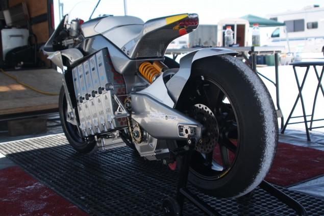 2010-MotoCzysz-E1pc-Bonneville-Salt-Flats-LSR-04