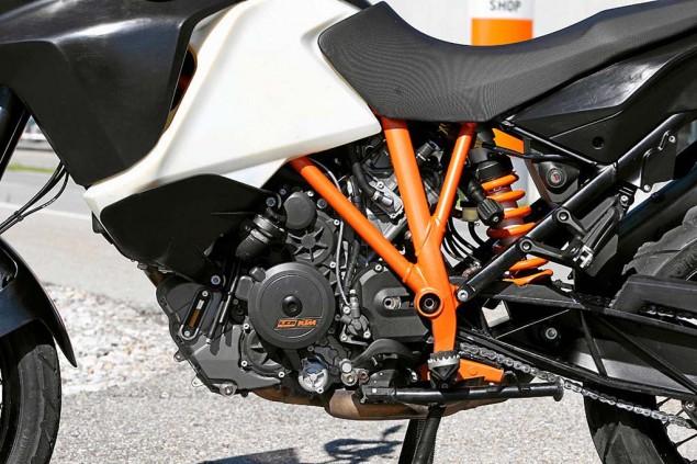 Details Drop on the 2013 KTM 1190 Adventure R 2013 KTM 1190 Adventure R Motorrad test 04 635x423