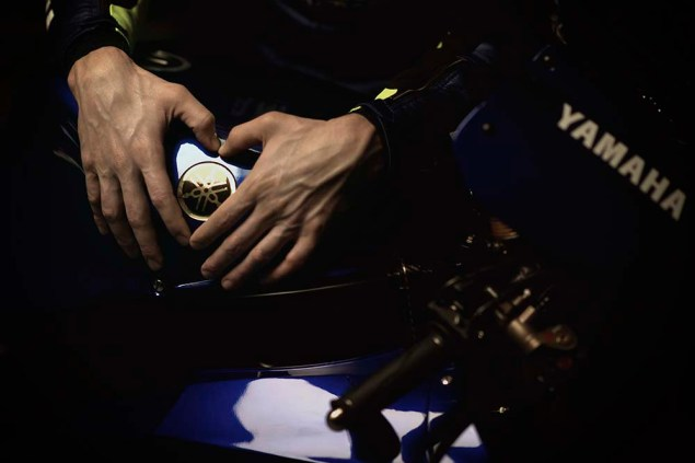 Valentino-Rossi-Jorge-Lorenzo-Yamaha-M1-MotoGP-22