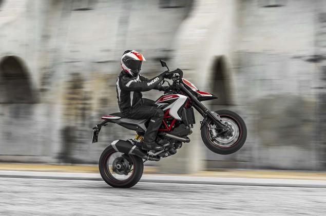 2013-Ducati-Hypermotard-action-photos-03