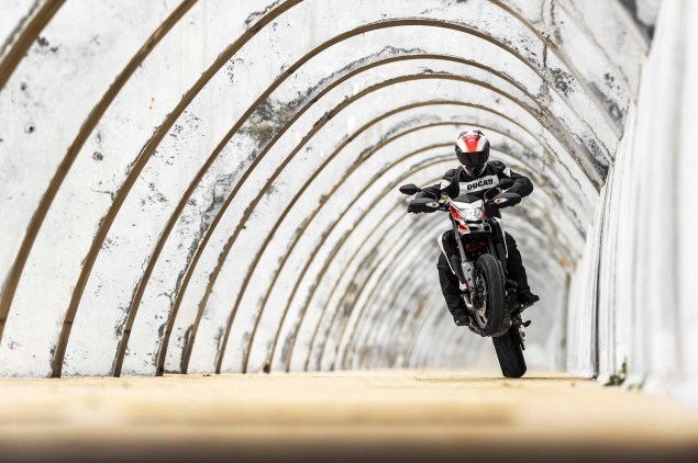 2013-Ducati-Hypermotard-action-photos-05