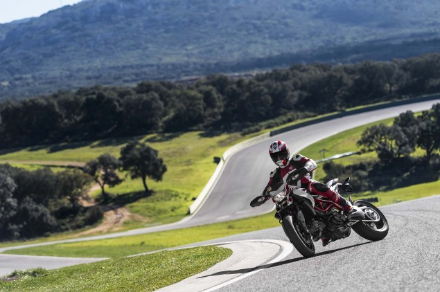 2013-Ducati-Hypermotard-action-photos-10