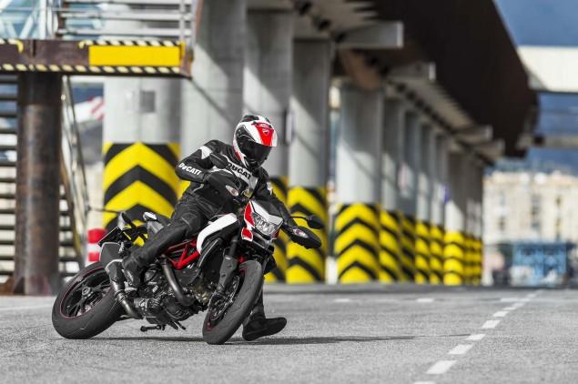 2013-Ducati-Hypermotard-action-photos-40