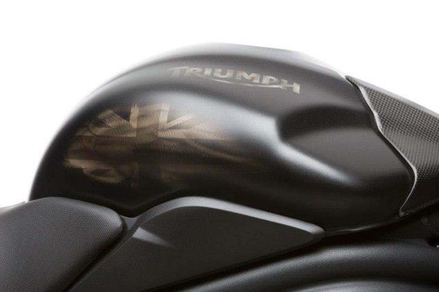 2013-Triumph-Speed-Triple-R-Dark-05